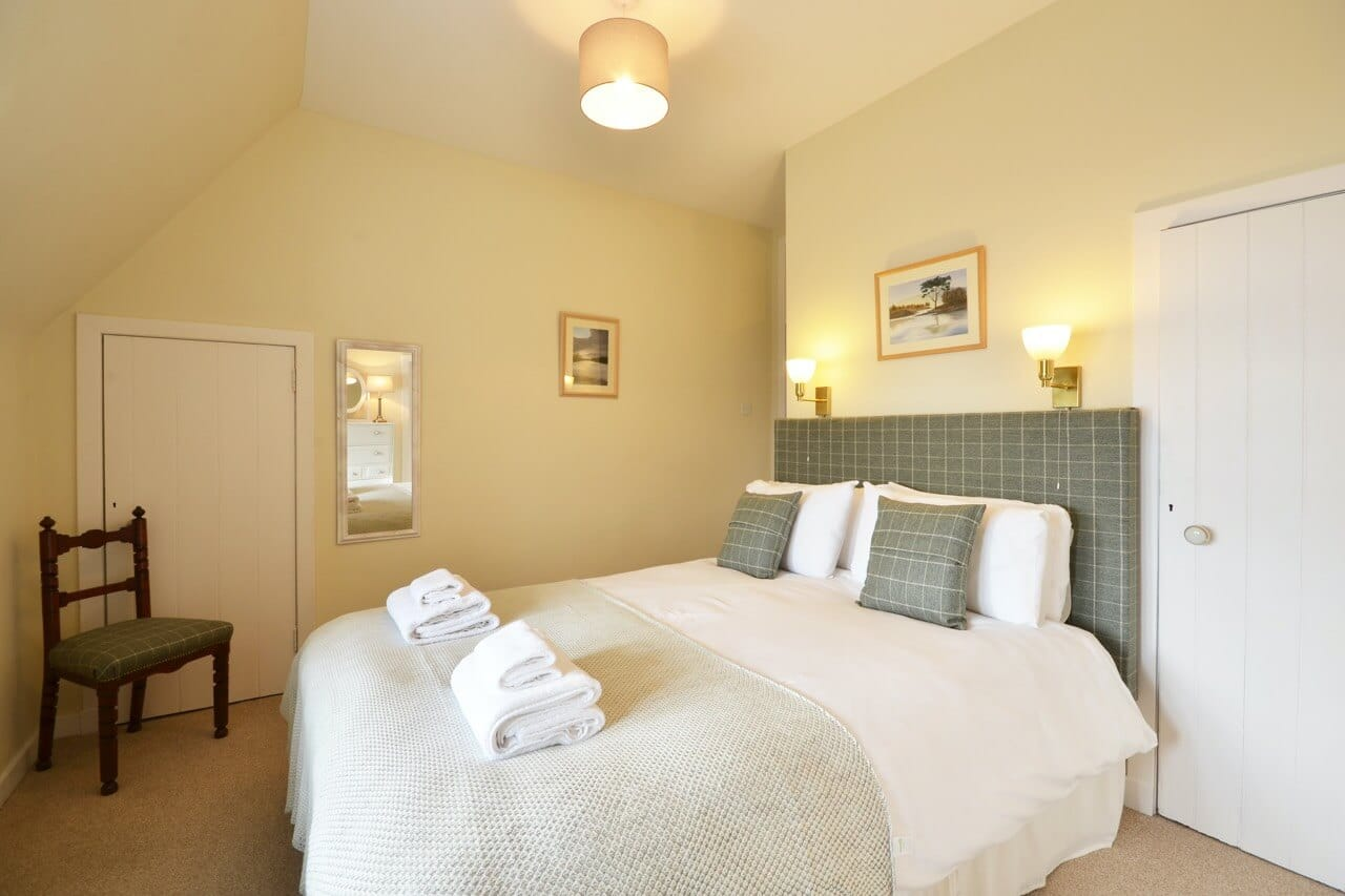 Double bedroom The Old Granary - Dunrobin Holiday Cottages, Caithness